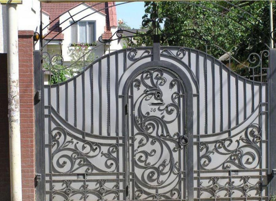 Кованые ворота совмещённые с калиткой