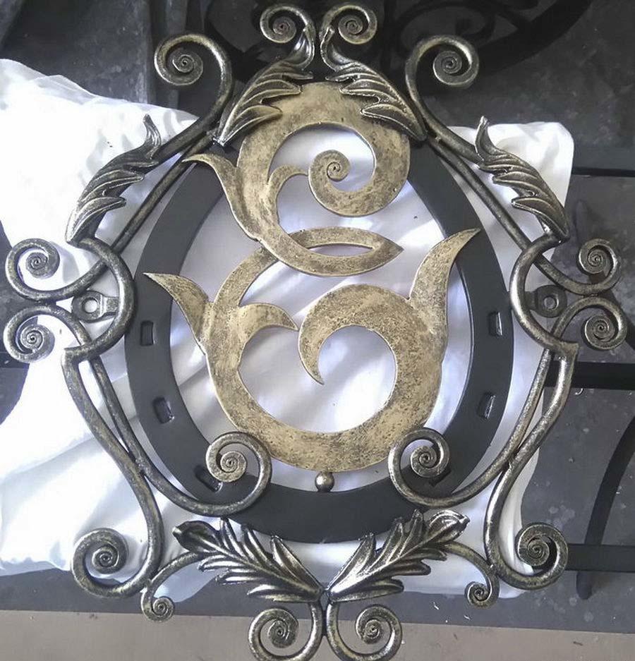 кованые гербы фото достоинства