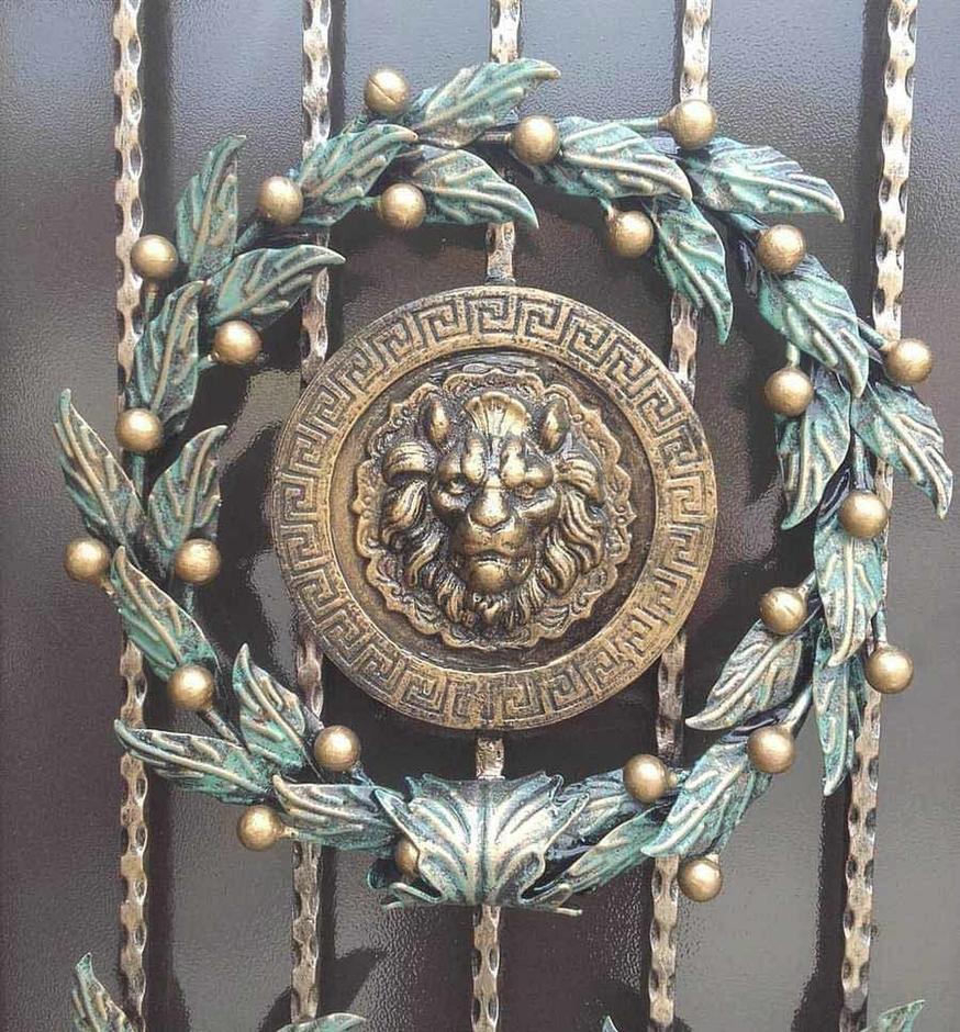 Кованые гербы фото